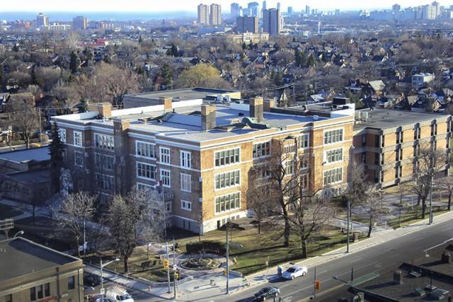 L'adolescent aurait visé le Collège Oakwood, une institution... (PHOTO Toronto District School Board)