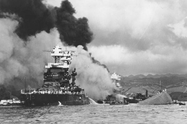 L'attaque-surprise de Pearl Harbora entraîné l'implication officielle des... (Archives AP)