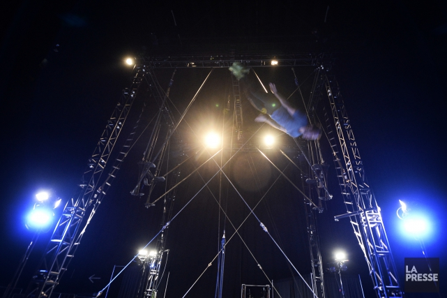 Un acrobate du Cirque du Soleil à l'oeuvre.... (La Presse)
