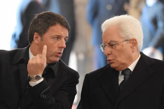 L'ex-chef du gouvernement italien Matteo Renzie et le... (AFP)