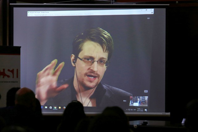 Le lanceur d'alerte américain Edward Snowden s'exprime via... (photo Marcos Brindicci, archives REUTERS)