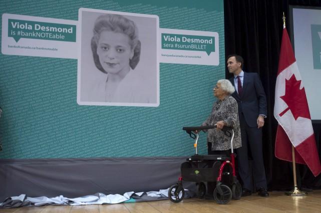 Le ministre des Finances Bill Morneau et Wanda... (Adrian Wyld, La Presse canadienne)