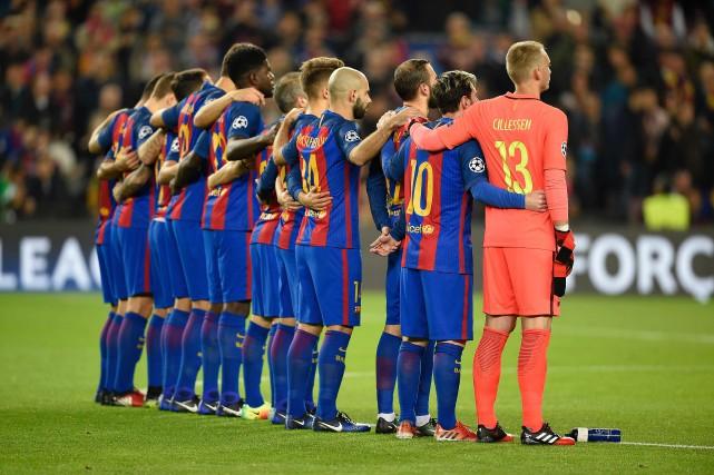 Les joueurs du FC Barcelone ont observé une... (Photo Lluis Gene, archives AFP)