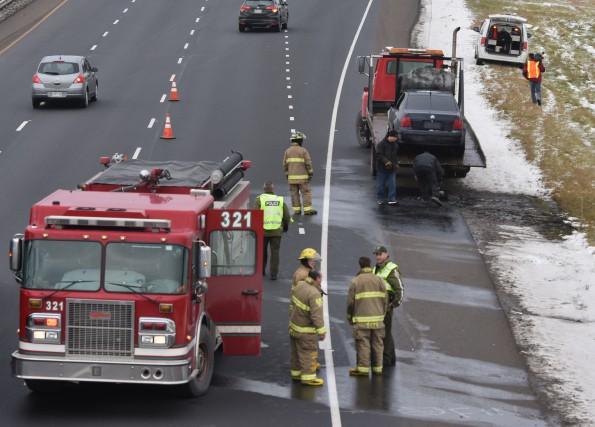 Une voiture a pris feu sur l'autoroute 55... (Photo: Francois Gervais)