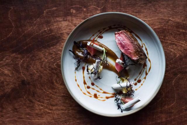 Le cerf estimpeccablement cuit juste assezbleu.... (Photo Alison Slattery, fournie par le restaurant Chasse-galerie)