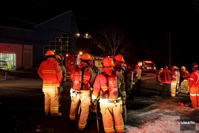 Les pompiers sont rapidement intervenus à la centrale... (Catherine Trudeau, La Voix de l'Est)