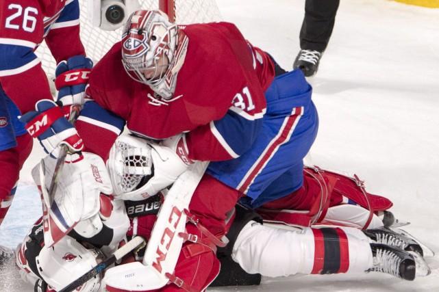 Carey Price a perdu patience en première période... (La Presse canadienne, Ryan Remiorz)