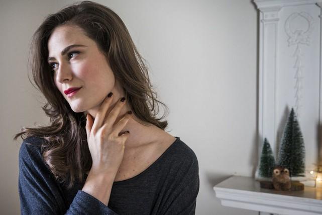 La mise en beauté de notre mannequin Danielle... (PHOTO MARCO CAMPANOZZI, LA PRESSE)