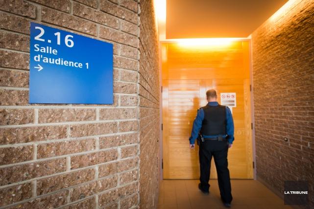 L'homme qui aurait menacé de s'en prendre au personnel de la cour municipale de... (Archives La Tribune, Jessica Garneau)