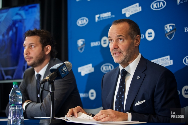 Le président de l'Impact, Joey Saputo (à droite),... (André Pichette, La Presse)
