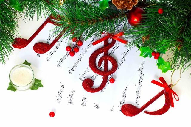 Noël approche à grands pas et vous ne savez toujours pas quoi glisser sous le... (123RF/Anna Om)