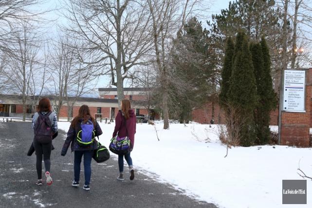 Près de 600élèves de l'école secondaire Massey-Vanier de... (Janick Marois, La Voix de l'Est)