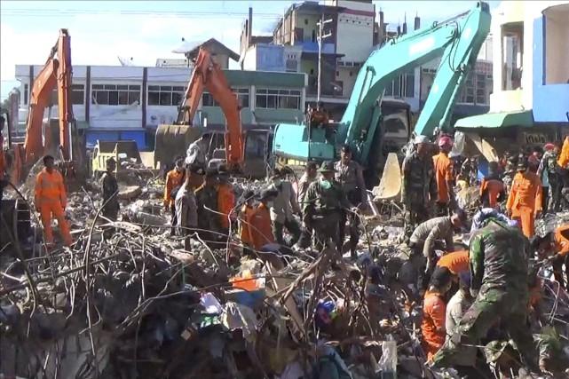 La secousse de magnitude 6,5 a détruit des... (PHOTO AP)