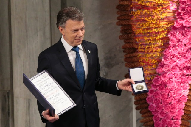 Juan Manuel Santos... (PHOTO Lise Aserud, AFP)