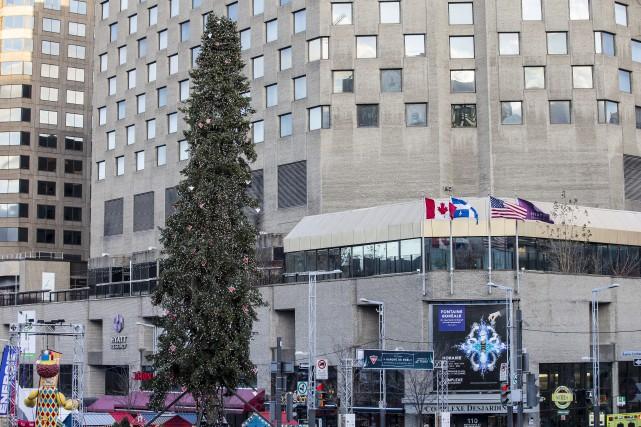 Le sapin de Noël du Quartier des spectacles,... (La Presse)