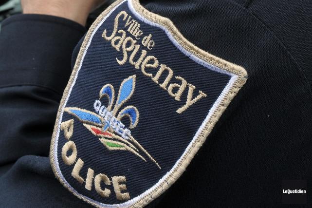 Les policiers de Saguenay sont intervenus sur la... (Photo Rocket Lavoie, archives Le Quotidien)