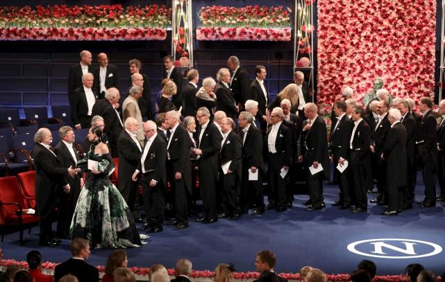 Les lauréats reçoivent leur Nobel.... (AFP)