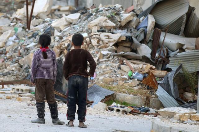 Des dizaines de milliers d'enfants ont connu dès... (PHOTO ABDALRHMAN ISMAIL, ARCHIVES REUTERS)