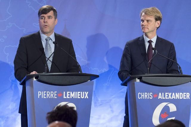 Pierre Lemieux (à gauche),l'un des candidats les moins... (La Presse Canadienne, Andrew Vaughan)