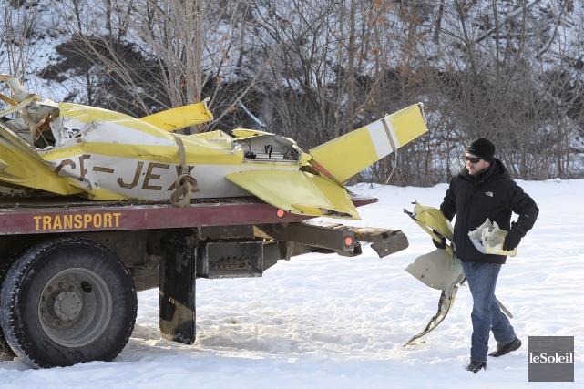 La carcasse de l'avion a été extirpée du... (Le Soleil, Yan Doublet)