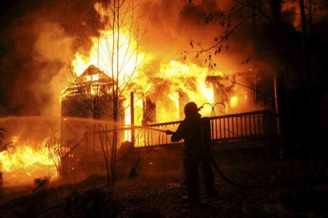 Un violent incendie a ravagé une résidence familiale... (Collaboration spéciale, Éric Beaupré)