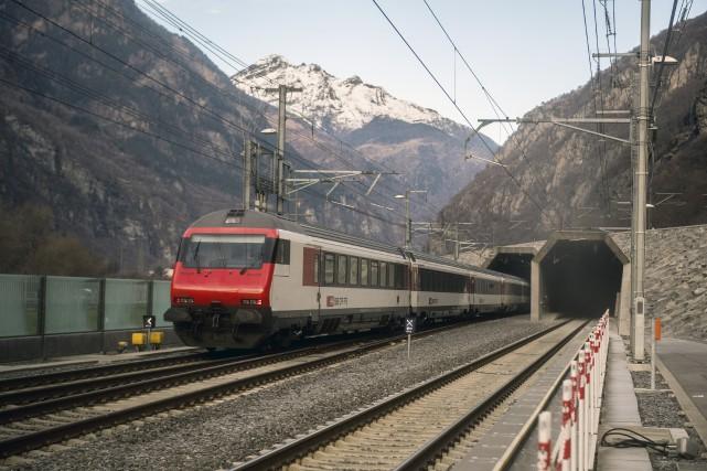 Le tunnel baptisé GBT entre les villes de... (AP, Samuel Golay)