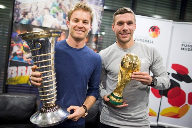 Mercredi dernier, à l'aéroport de Cologne, le champion... (AFP, Rolf Vennenbernd)