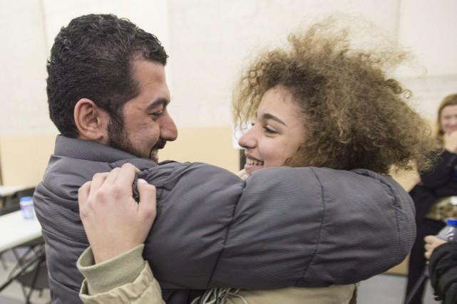 Layla Beylouneh est accueilli par son oncle Anas... (Photo Paul Chiasson, archives La Presse Canadienne)