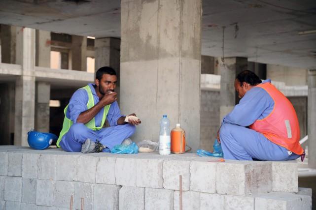 Le Qatar compte 2,1 millions de travailleurs étrangers,... (photo archives Agence France-Presse)