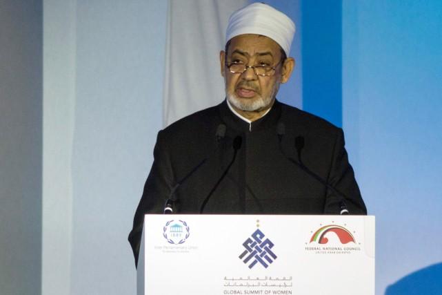 Le Grand imam d'Al-Azhar, très écouté par les... (photo Agence France-Presse)