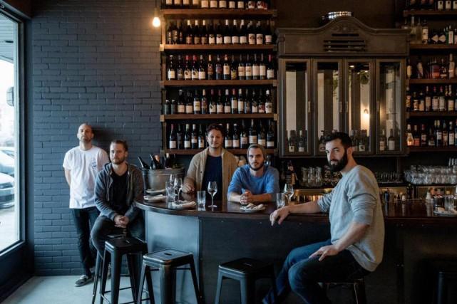Les cinq jeunes copropriétaires du restaurant Oregon:Jérôme Pinard,... (PHOTO MARCO CAMPANOZZI, LA PRESSE)