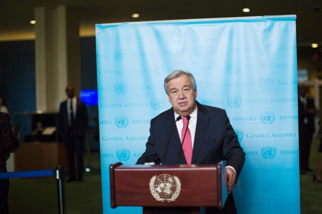 Antonio Guterres speaks to the media after being... (photo Eduardo Munoz Alvarez, Agence France-Presse)