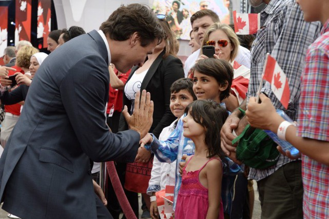 Le premier ministre du Canada, Justin Trudeau, saluant... (Photo Archives La Presse Canadienne)