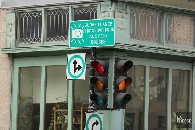 Après avoir été en faveur de l'autorisation du virage à droite au feu rouge... (PHOTO Martin Chamberland, ARCHIVES LA PRESSE)