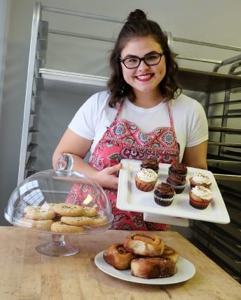 Chloé Sckoropad gère sa propre pâtisserie végétalienne. CloClo... (photo Alain Dion)