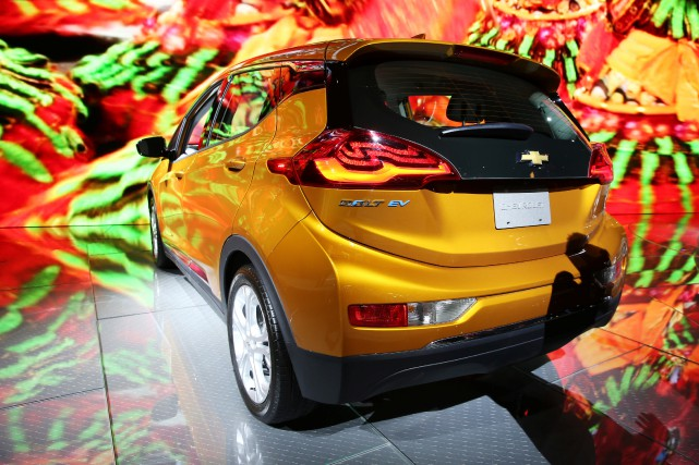 La Chevrolet Bolt exposée au récent Salon de... (photo : REUTERS)