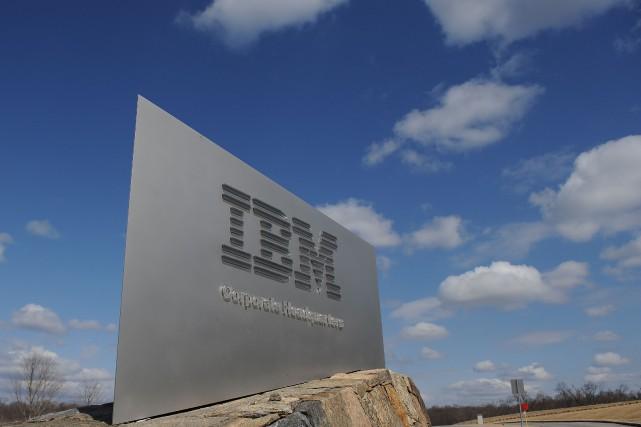 IBM, qui a entrepris un lent recentrage de... (PHOTO STAN HONDA, ARCHIVES AFP)