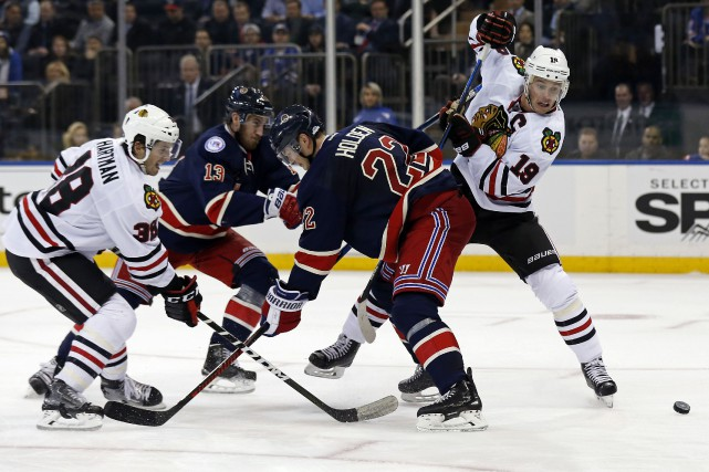 Le capitaine des Blackhawks Jonathan Toews était de... (PHOTO Adam Hunger, USA Today Sports)