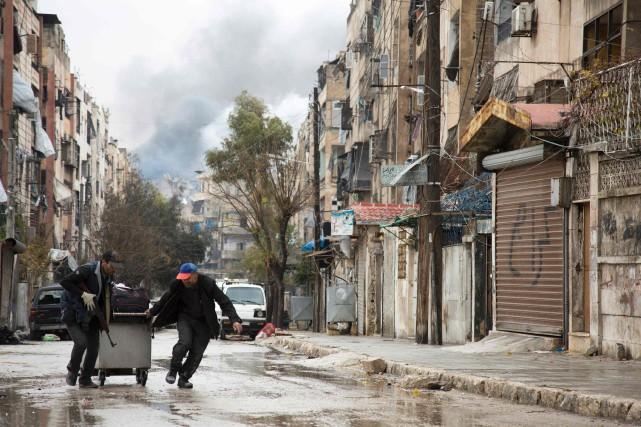 Après une pause de plusieurs heures, le régime... (photo KARAM AL-MASRI, Agence France-Presse)