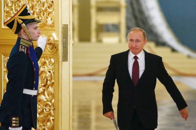 À 64 ans, le président russe remporte le... (photo SERGEI KARPUKHIN, archives AFP)