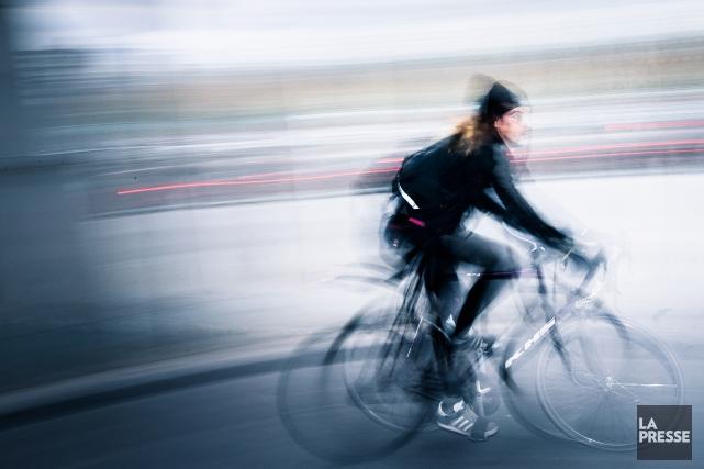 Certains métiers exigent une très grande forme physique: parcourir les rues de... (PHOTO ÉDOUARD PLANTE-FRÉCHETTE, LA PRESSE)