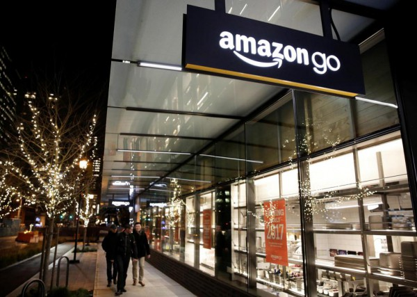 Un magasin Amazon Go ouvrira ses portes au... (PHOTO JASON REDMOND, REUTERS)