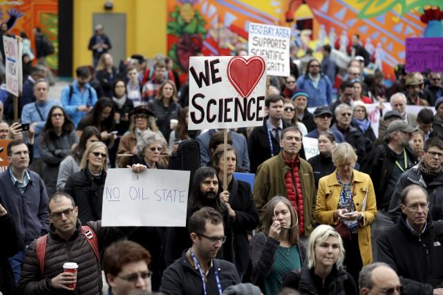 Une manifestation à San Francisco appuyant la communauté... (AP, Marcio Jose Sanchez)