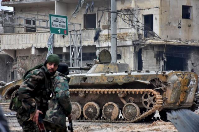 Les troupes prorégime contrôlent désormais la quasi-totalité d'Alep.... (AFP, George Ourfalian)