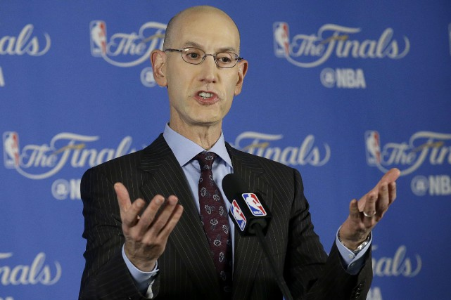 Adam Silver, le commissaire de la NBA... (PHOTO Jeff Chiu, archives AP)