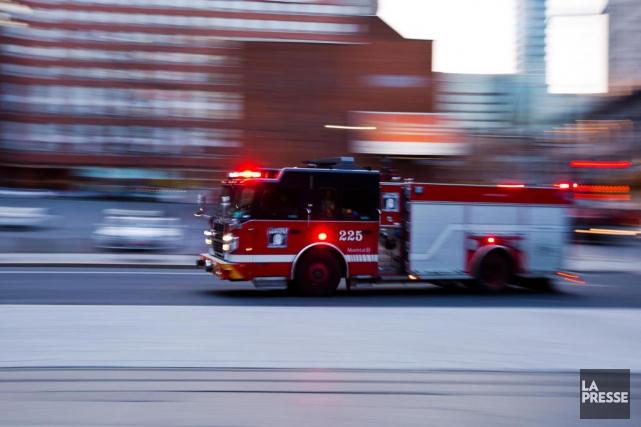 Des pompiers de Blainville et Repentigny ont été... (PHOTO OLIVIER JEAN, ARCHIVES LA PRESSE)