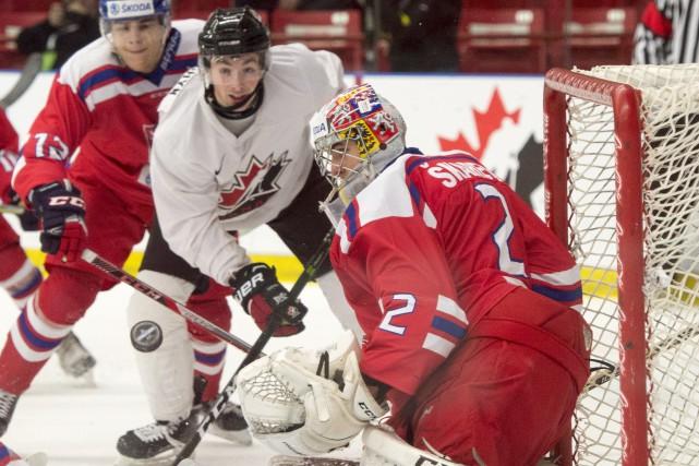 Zach Senyshyn, du Canada, est frustré par le... (La Presse canadienne, Ryan Remiorz)