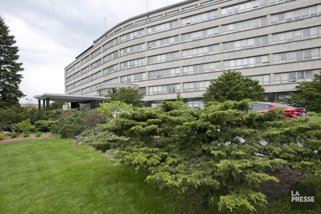 Le centre administratif de la CSDM.... (PHOTO HUGO-SÉBASTIEN AUBERT, ARCHIVES LA PRESSE)