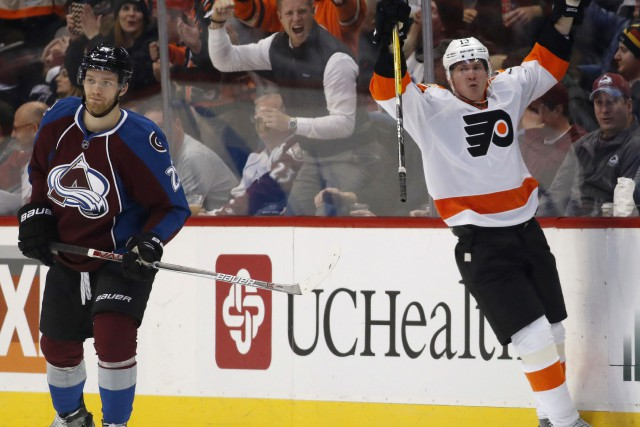 L'attaquant des Flyers de Philadelphie Roman Lyubimov (à... (Photo David Zalubowski, AP)