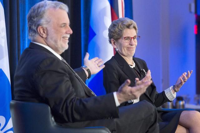 Ontario Premier Kathleen Wynne, right, and Quebec Premier... (La Presse canadienne, Ryan Remiorz)